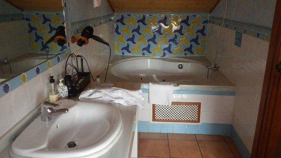 Abadia Hotel Granada: salle de bains
