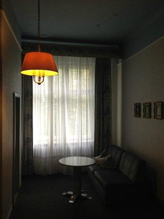 Hotel-Pension Wittelsbach: Номер освещен очень интересно