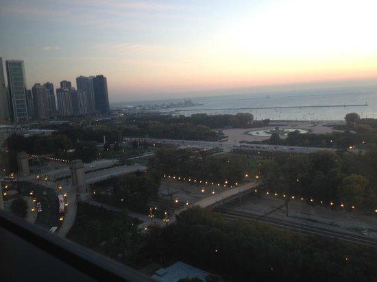 Renaissance Blackstone Chicago Hotel: Oct. 2013 Dawn