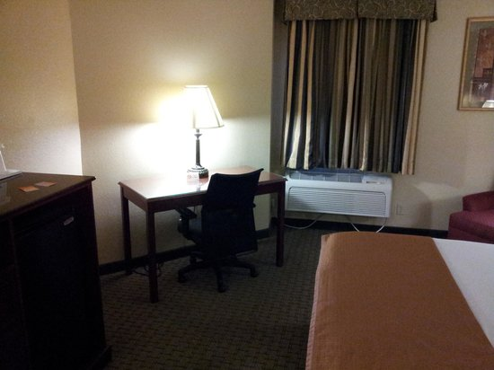 Howard Johnson Inn & Suites Reseda: Desk
