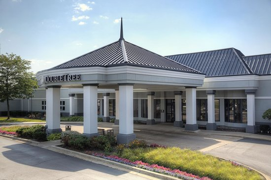 DoubleTree by Hilton Hotel Detroit - Novi: Entrance