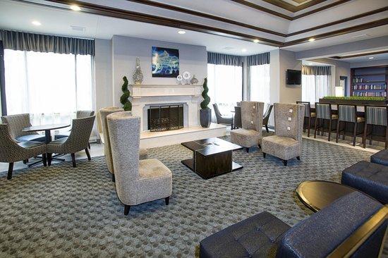 DoubleTree by Hilton Hotel Detroit - Novi: Lounge