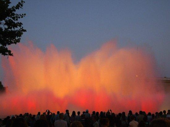 Illuminated Fountain: Шоу танцующих фонтанов, Барселона