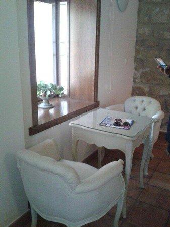 Santa Maria de Ubeda: Rinconcito dentro de la habitación para leer o planificar el día