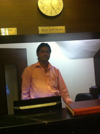 Hotel Rupam: Friendly Reception Staff