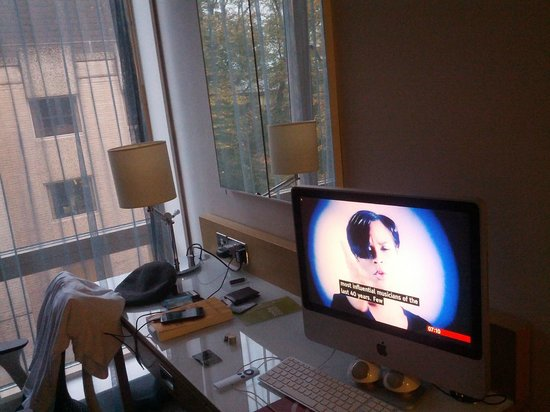 Hilton Garden Inn Bristol City Centre: iMac instead of a TV