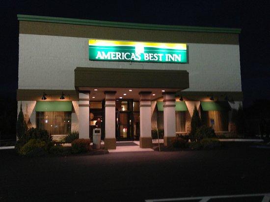 America's Best Inns & Suites: Entrance