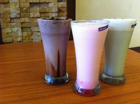 Hotel Rupam: Oreo shake, Rose shake and paan shake