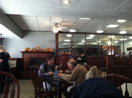 Austin's Casual Eatery & Bar : Dining room