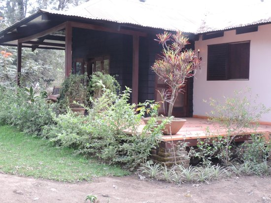 Arusha Coffee Lodge: Guests stay in these cute bungalows