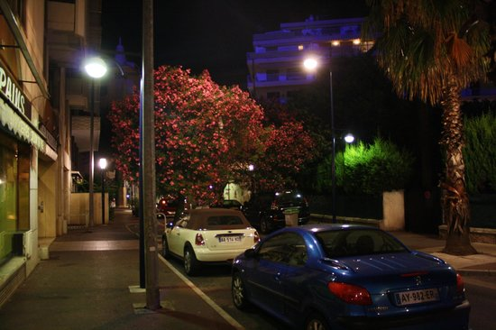 Best Western Astoria : Жуан-ле-Пен ночью