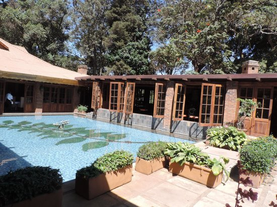Arusha Coffee Lodge: Arrival area and coffee shop