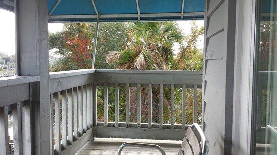 Shem Creek Inn: Wrap around deck in room 224