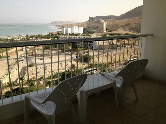 David Dead Sea Resort & Spa : view of the dead sea and other hotels from my balcony