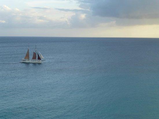 bahía de Simpson, St. Maarten: Sailing into the Sunset