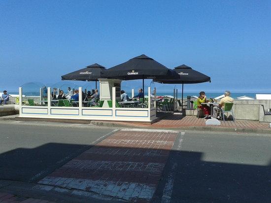 Le Bistrot Saint André : face à la mer ,terrasse ensoleillée