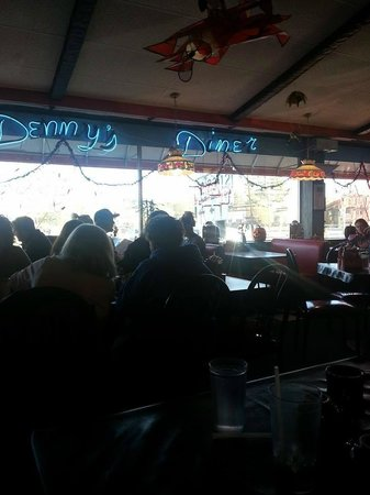 Dennys Diner: Diner decor