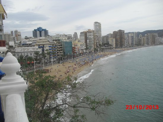 Hotel Benidorm Plaza: View from Pidgeon Corner over the beach area