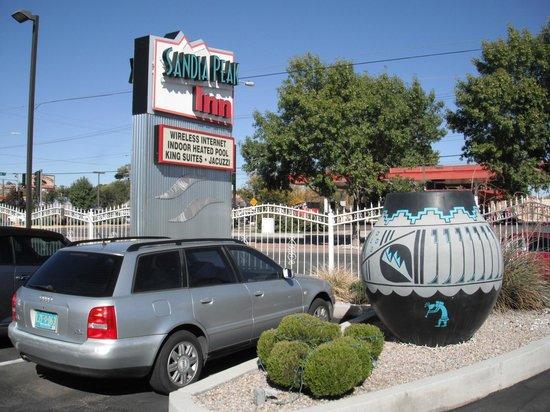 Sandia Peak Inn Motel : Sandia Peak Sign and Huge Pottery Vessel