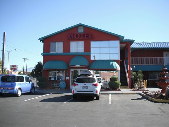 Sandia Peak Inn Motel : Main Lobby Entrance