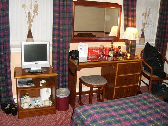 Salutation Hotel: twin room