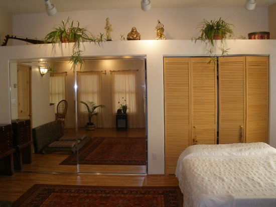 Zen River Rentals: Dance studio Room