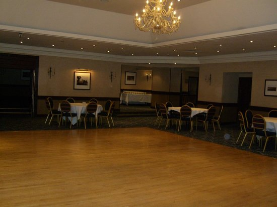 Salutation Hotel: ballroom
