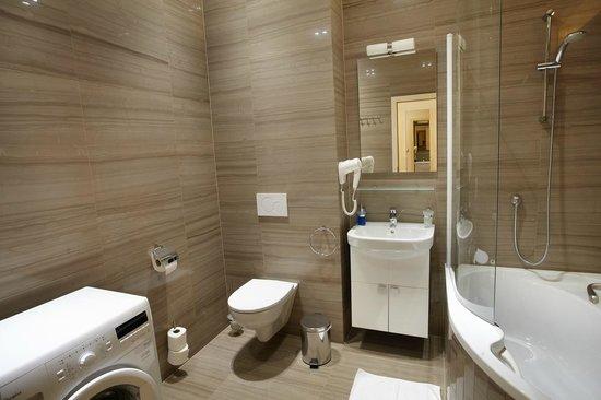 Residence U Cerne Veze: Apartment #421 - Bathroom