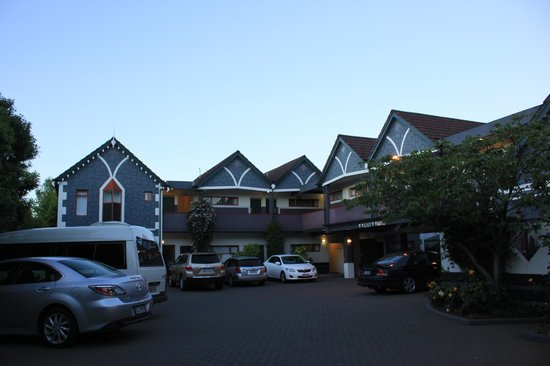 Amross Court Motor Lodge: Lovely exterior - and interior!