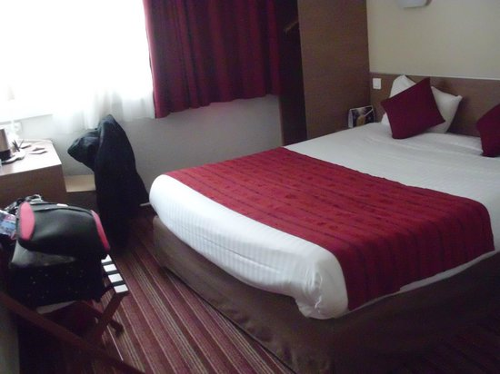 Kyriad Hotel Paris Bercy Village: Room with double bed