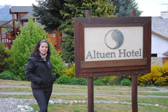 Altuen Hotel Suites&Spa: Entrada del hotel