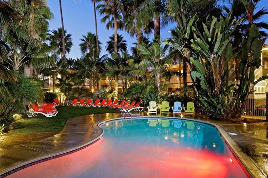 Ocean Palms Beach Resort: Pool and Spa Lounge