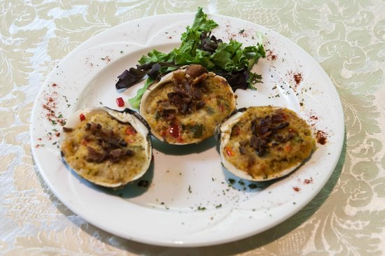 Somerset Hills Hotel: Baked Clams from the Tap Room