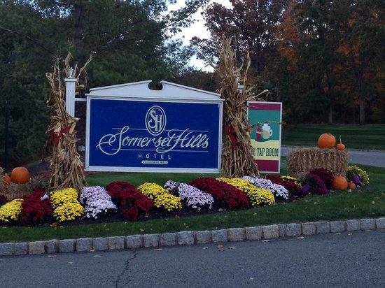 Somerset Hills Hotel: Fall Season in Warren, NJ
