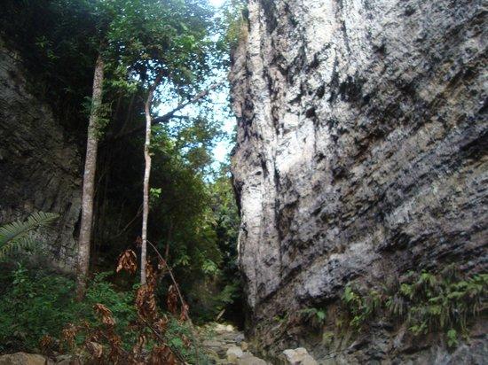 San Luis, Kolumbia: la roca las moyas del poira