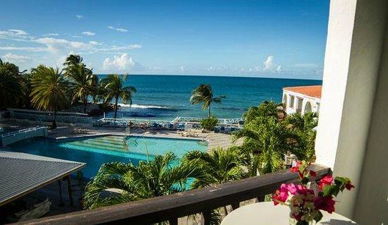 Ocean Point Resort & Spa : beautiful pool and sea view