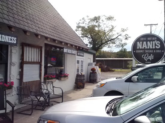 Nani's Cafe & Beach SHop: Quaint Little Muffin/Sandwich Place