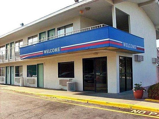 Motel 6 Montgomery - East: Exterior