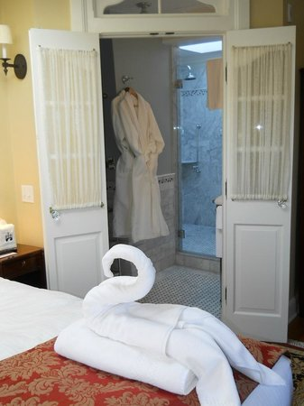 Cliffside Inn : Here's just a glimpse of one of the bathrooms.  Loved the towels shaped like swans in the rooms!