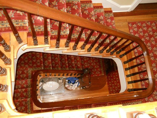 Cliffside Inn: View from the third floor, looking down the staircase.