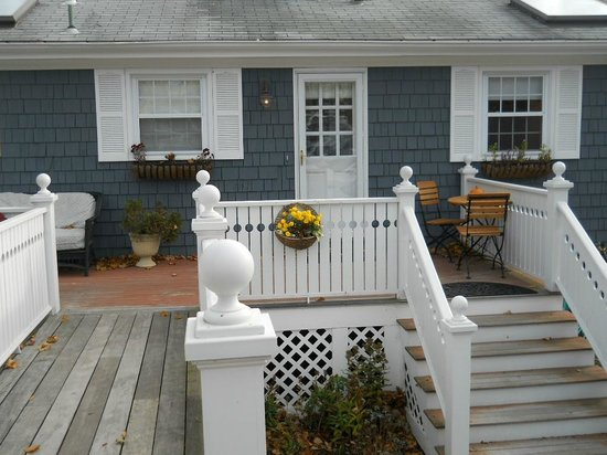 Cliffside Inn : Spacious suites overlooking views of the water were here in the cottage.