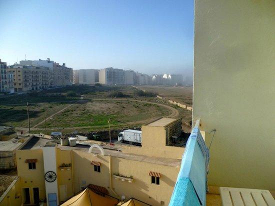 Mavina Hotel & Apartments: blick vom balkon bei nebel