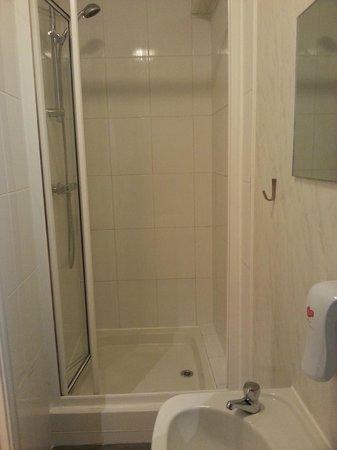 72qt Guest House : La salle d'eau