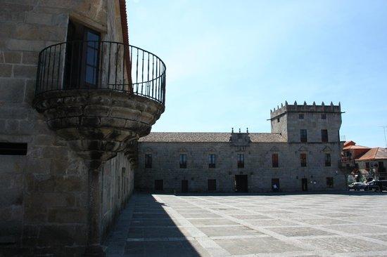 Bodegas del Palacio de Fefinanes: Cambados - ''Praza de Fefiñáns'' - Bodegas del Castillo de Fefiñanes en el ''Pazo de Fefiñáns''