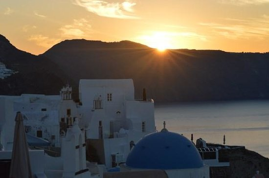 Old Oia Houses: Sunrise view from balcony