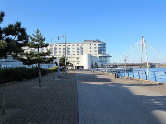 Ramada Plaza Southport: Hotel from waterfront