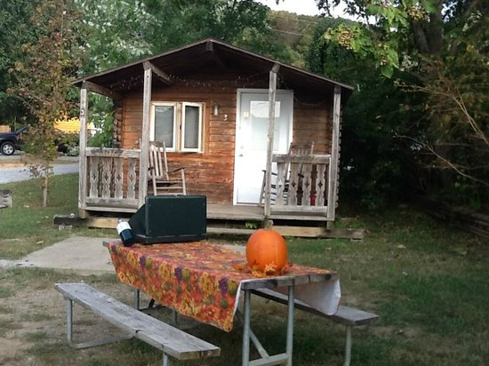 Raccoon Mountain RV Park and Campground: Cabin # 3