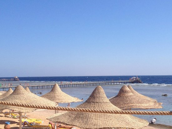 Nubian Island Hotel: Вид на пляж и понтон