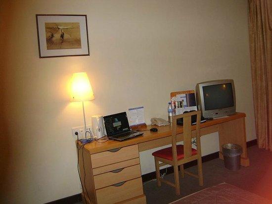 Novotel Port Harcourt: Room desk