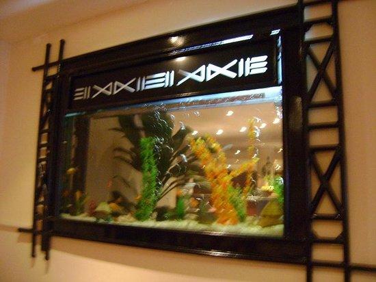 Novotel Port Harcourt: Aquarium in the restaurant entrance